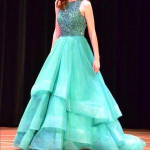 Exquisite Emerald Green Gown